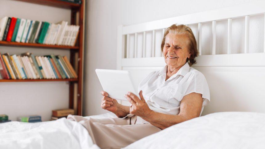 Des tablettes pour briser l'isolement des aînés dans des CHSLD