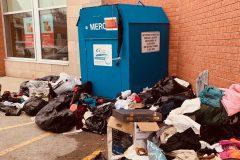 Face à la pandémie, des organismes demandent aux Québécois de conserver leurs dons de vêtements