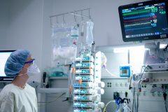 Pandémie de coronavirus: plus de 96 000 morts dans le monde