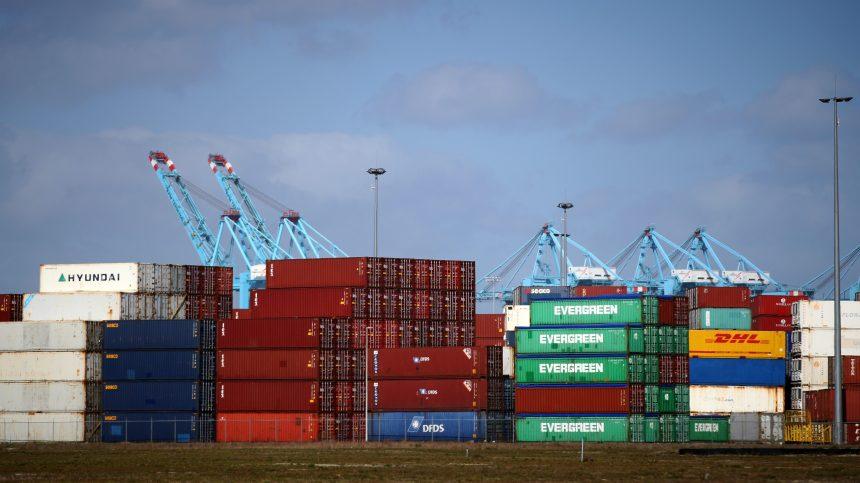 Le commerce mondial pourrait chuter de près d'un tiers en 2020
