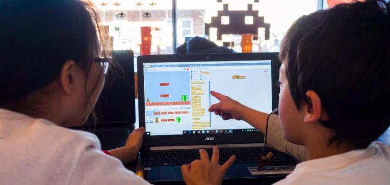 Ateliers gratuits: apprendre l'univers du numérique à distance