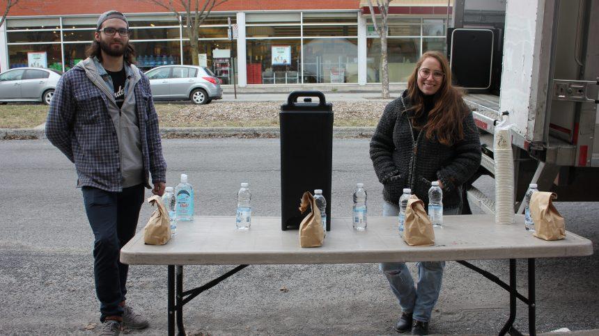 L'Anonyme lance sa cantine mobile pour nourrir les personnes dans le besoin