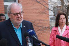 Pierre Arcand dans le Sud, Québec veut resserrer les mesures pour les voyageurs