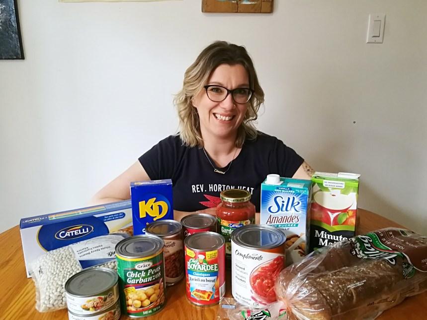 De la nourriture dans les boîtes à livres pour aider les plus démunis