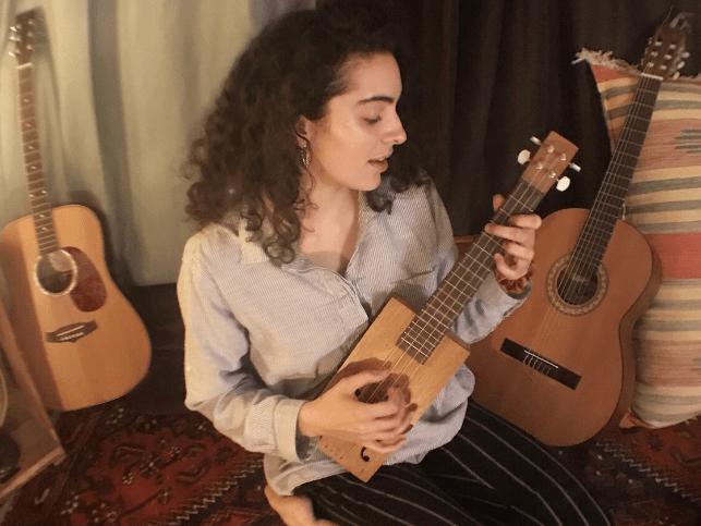 Défis d'une chanteuse émergentependant la crise du coronavirus