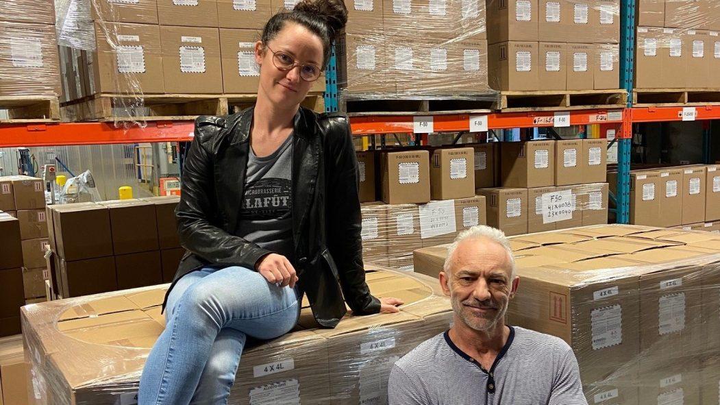 Chaptec-Omnichem, une entreprise de 25 employés située à Montréal-Est, tient bon face à la crise. En diversifiant sa production, elle est parvenue à participer à l'effort de guerre contre la COVID-19 et même à embaucher de nouveaux salariés.
