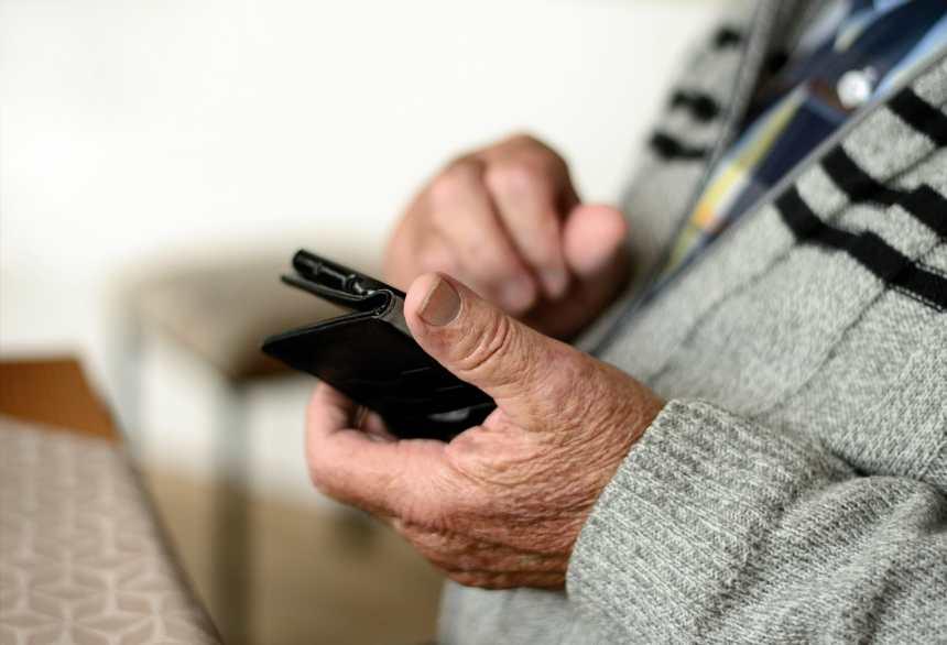 Appels automatisés pour veiller sur les aînés