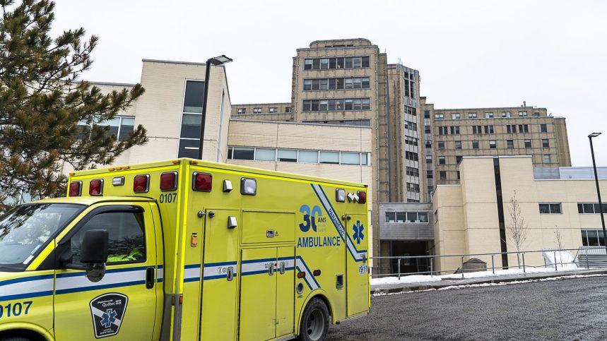COVID-19: des complotistes veulent entrer de force dans les hôpitaux