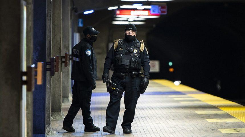 Des policiers veulent une enquête sur le risque de contamination dans le métro