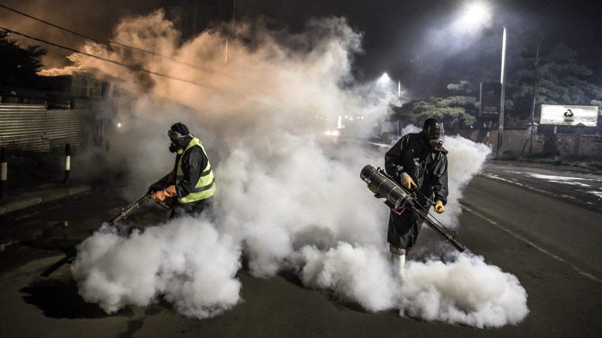 OMS: pulvériser ou fumiger du désinfectant dans les rues est dangereux