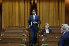 Déficit de 343 G$: pas question de couper dans les services, martèle Trudeau