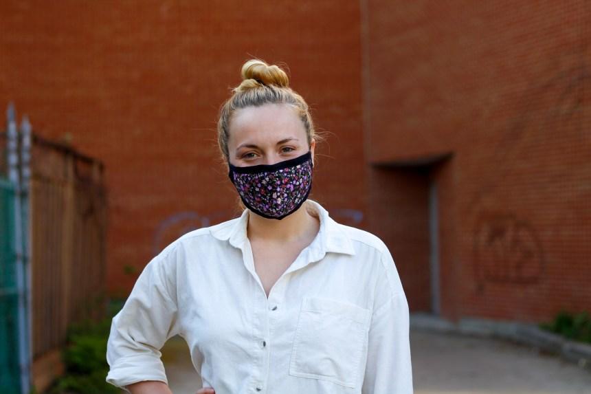 Les masques conçus par une Nord-Montréalaise en vente chez Jean Coutu