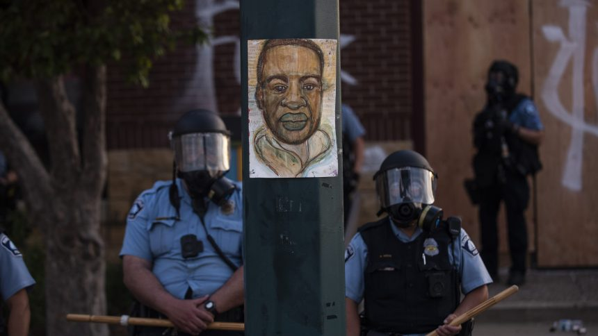 Le policier accusé de la mort de George Floyd arrêté et inculpé