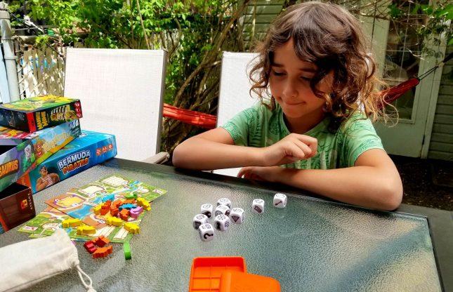 Jouer confiné : 5 jeux pour faire l'école à la maison