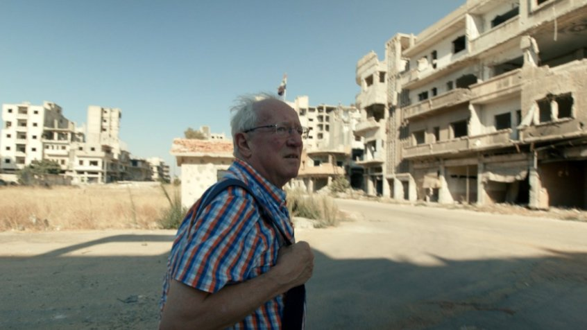 Capture d'écran montrant Robert Fisk dans le documentaire This is not a movie