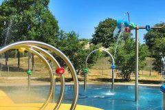 Jeux d'eau et espaces climatisés : faire face à la canicule malgré la pandémie