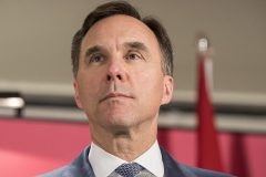 Bill Morneau élargit et prolonge la subvention salariale d'urgence