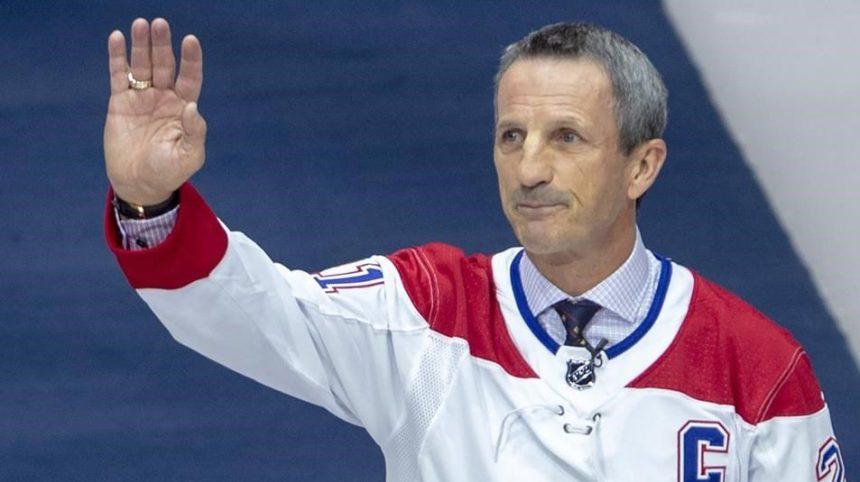 Guy Carbonneau est de retour derrière le banc d'une équipe de hockey