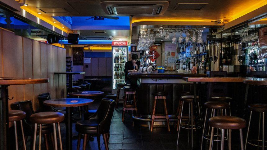 Écoles, bars, cinémas… Hong Kong commence à lever les restrictions