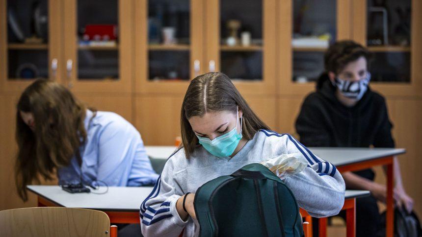 Québec retire la liste des cas de COVID-19 dans les écoles