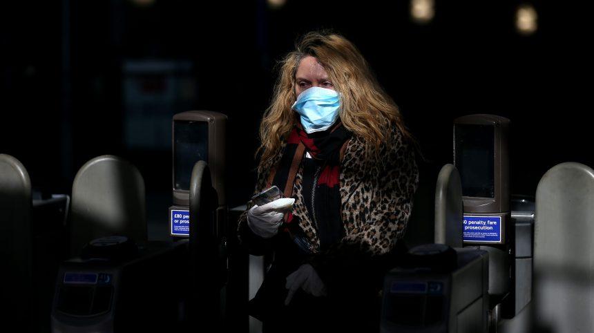 Coronavirus: maux de tête et perte d'odorat sont les symptômes les plus fréquents en Europe