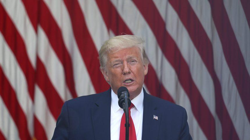 Ses tweets signalés, Trump menace de «fermer» les réseaux sociaux