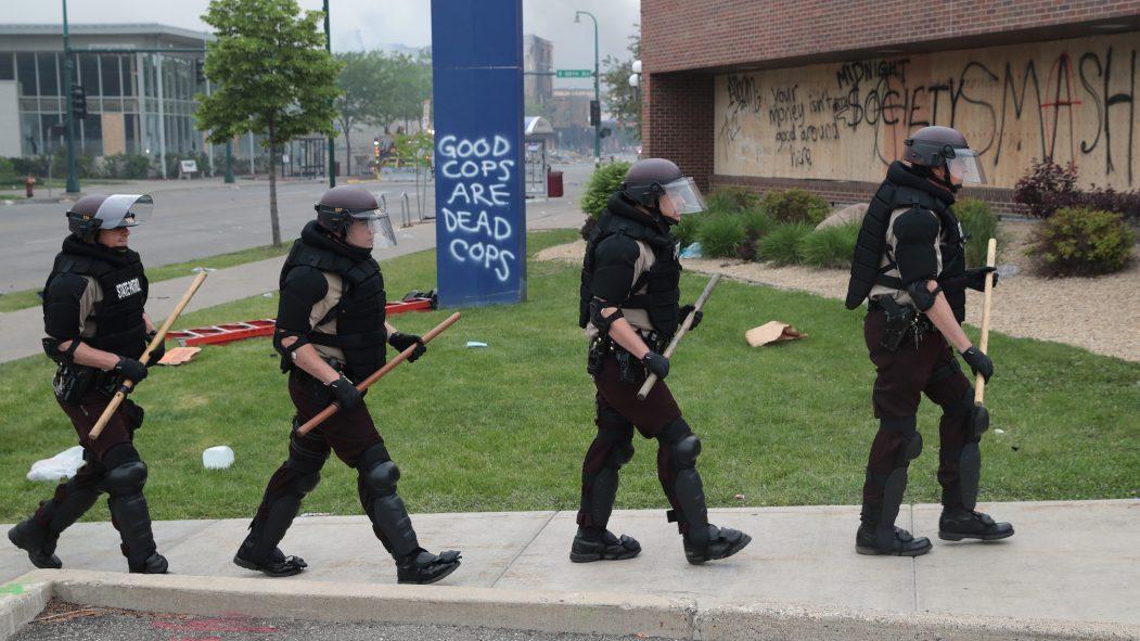 La Garde Nationale déployé à Minneapolis après la troisième nuit d'émeutes