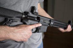 Pour PolySeSouvient, le rachat des armes prohibées doit être obligatoire