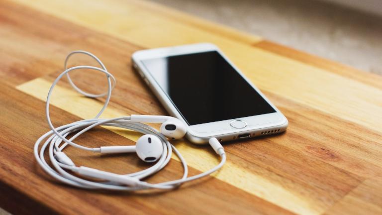 Apple EarBuds iPhone vendu séparément