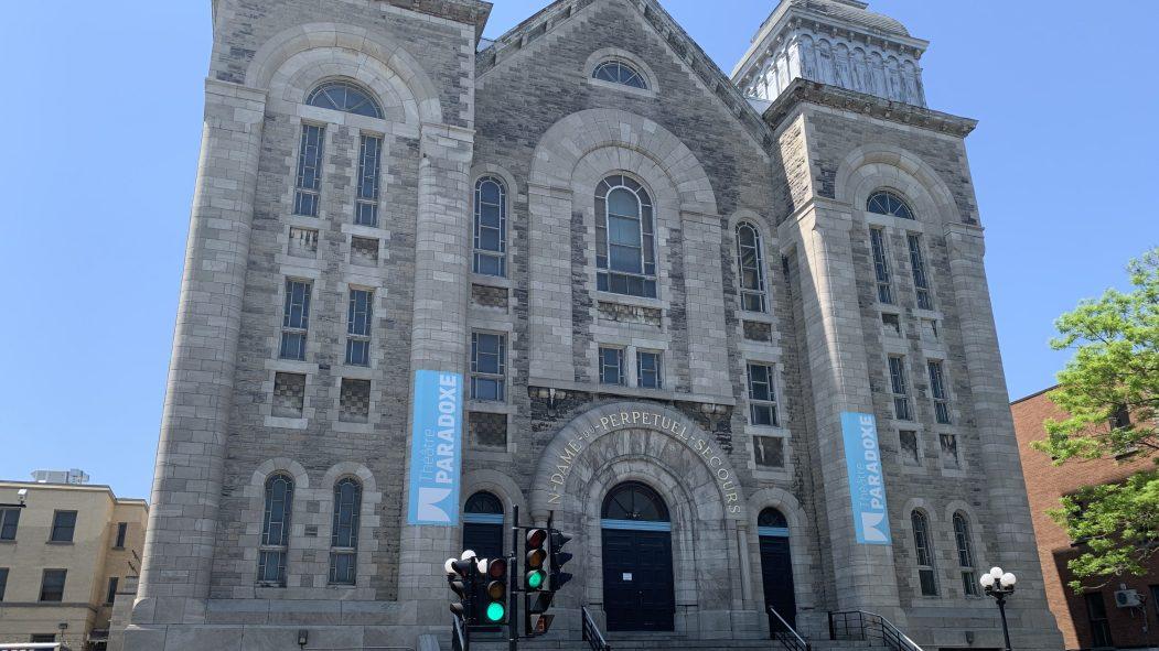 La façade du Théâtre Paradoxe dans le Sud-Ouest.
