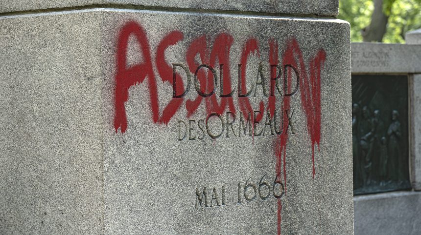 Le monument à Dollard-des-Ormeaux du parc Lafontaine a été vandalisé