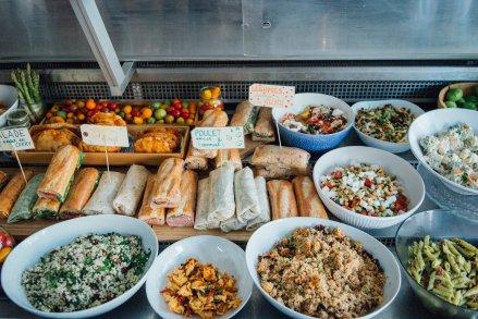 Un plateau de nourriture du traiteur Miss Prêt à Manger.