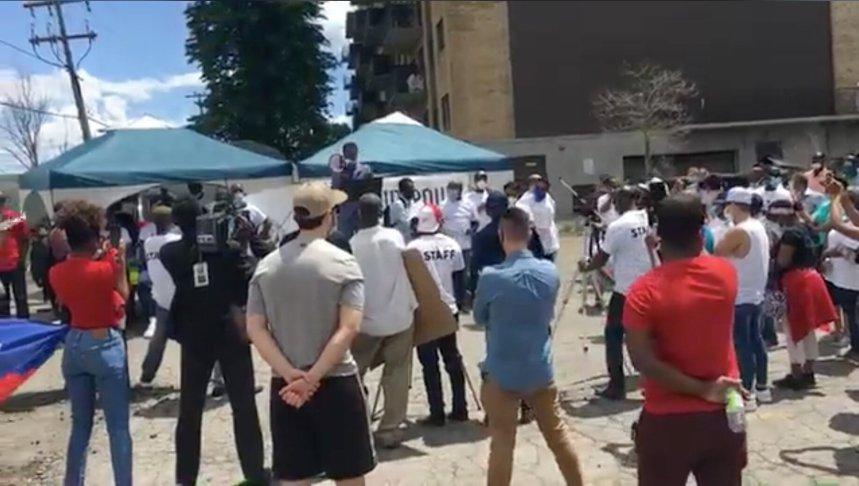 Une manifestation pour réclamer la régularisation des «anges gardiens» à Montréal