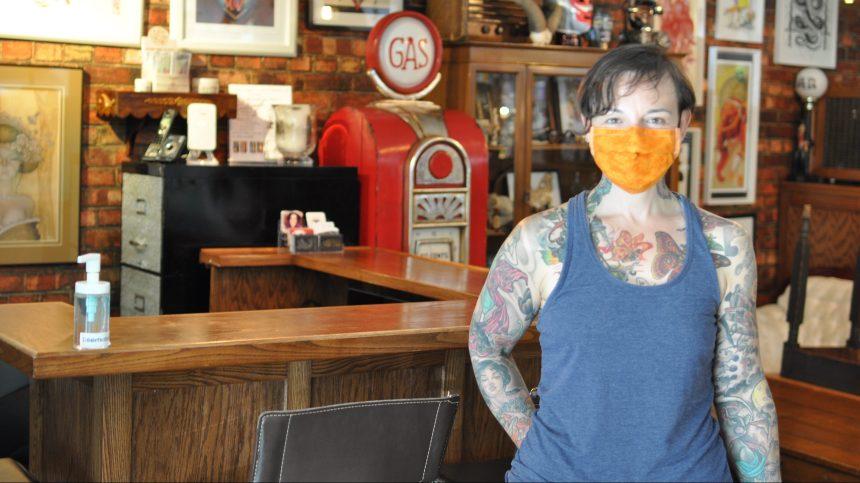 La clientèle est au rendez-vous dans les studios de tatouage
