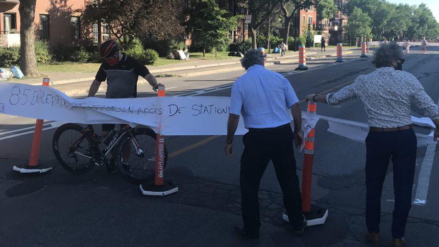 Aménagements de la Ville: des manifestants bloquent la rue Rachel