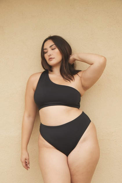 Modèle en bikini