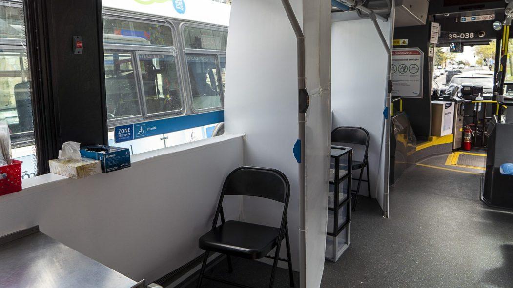 Une clinique de dépistage mobile a été aménagée dans un autobus de la STM.