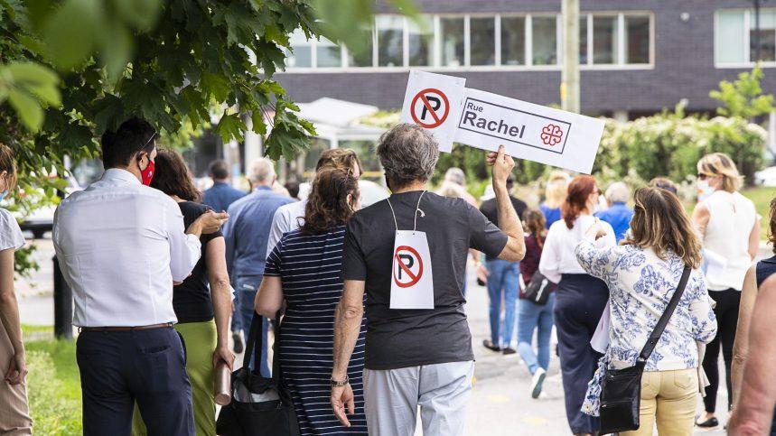 Des manifestants contestent le corridor piéton sur Rachel est