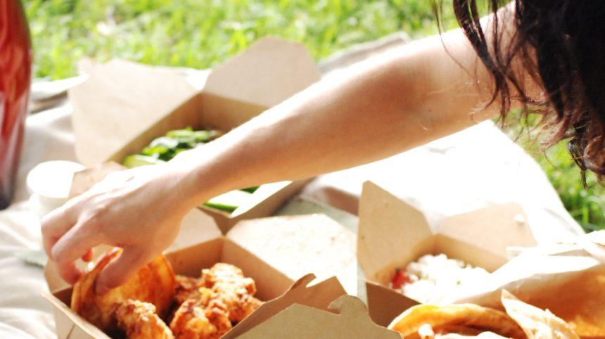 Un pique-nique au parc aussi délicieux qu'au resto!