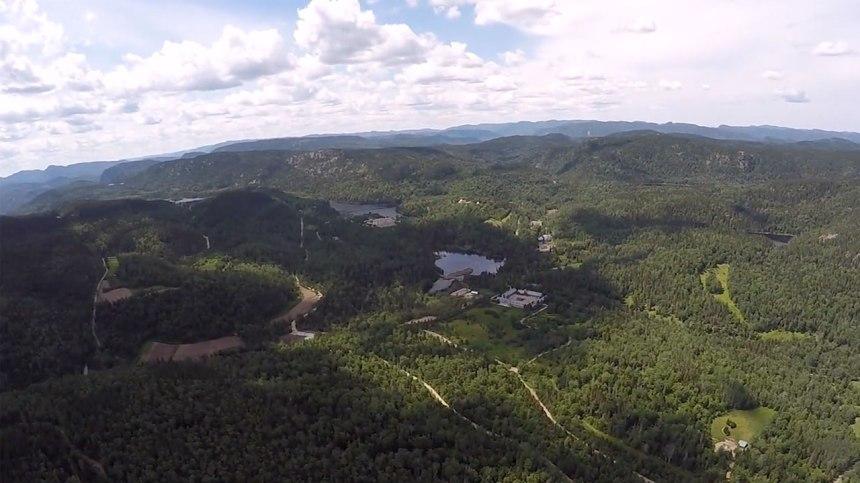 Survolez la magnifique région de Charlevoix du haut des airs