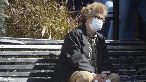 Des aînés souffrent de solitude malgré le déconfinement