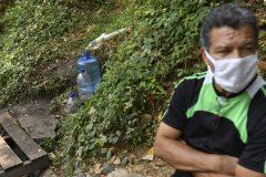 La pandémie, une crise humanitaire, s'inquiète l'OMS