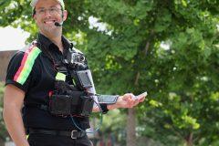 L'épigramme: des médias sociaux aux crieurs de rue