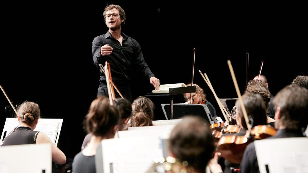 L'Orchestre de l'Agora et son chef Nicolas Ellis