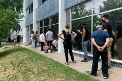 Dépistage: les Montréalais se bousculent aux portes