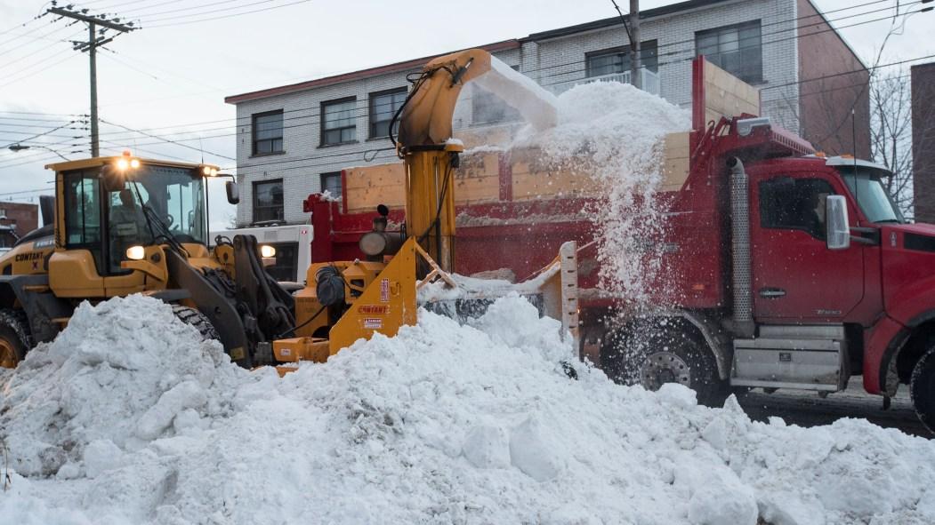 Déposer la neige sur la voie publique