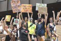 Une manifestation contre les agressions sexuelles réunit des centaines de personnes à Montréal