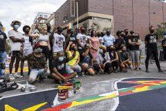 Black Lives Matter: une fresque géante à Montréal