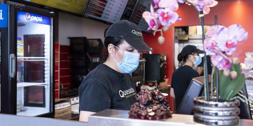 Port du masque: 27% des Québécois éviteront les restaurants et les bars