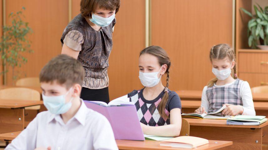 Rentrée: la CNESST recommande des masques et une protection oculaire pour les enseignants